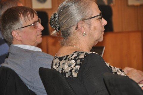 TOMTESAK: Moskenes-ordfører Lillian Rasmussen og rådmann Steinar Sæterdal.