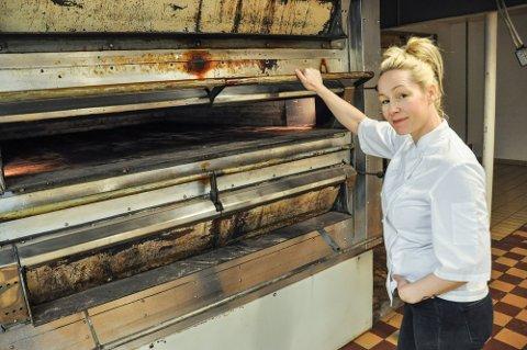 SER LOVENDE UT: Daglig leder på Lofoten bakeri, Hilde Grande, sier at 2021 ser ut til å bli et godt år for bakeriet, etter et noe tungt 2020.