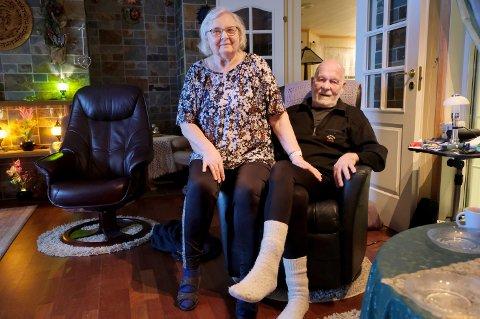 LUNT: Godt med ullsokker og vannbåren varme hjemme i stua etter at Wigdis og Jarl opplevde en vannbåren kulde som kunne fått fatale konsekvenser.