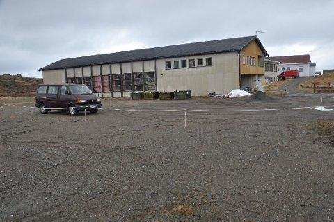 HVEM EIER HVA? Bygdelaget ber jordskifteretten om hjelp til å avklare eierforholdet rundt skolebygget på Fredvang. Foto: Magnar Johansen