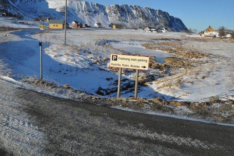 """PARKERINGSSTRID: Bygdelaget reagerer på at Flakstad-ordføreren mener """"alle"""" er enige om en parkeringsløsning på Fredvang."""