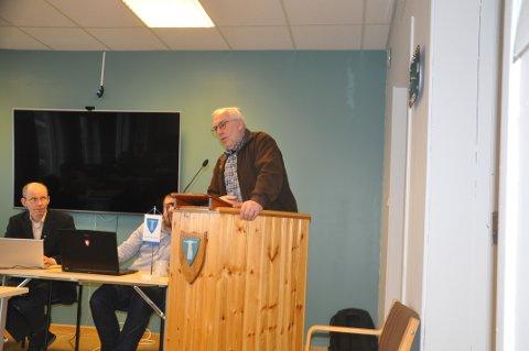 KRITISK: Steinar Friis (Flakstad Distriktsliste) stanser ikke kritikken av skoleløsningen i Flakstad. Foto: Magnar Johansen