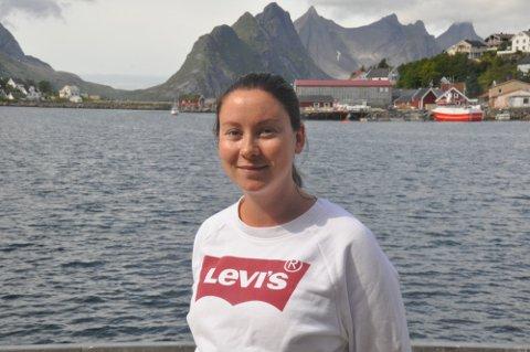 BARN OG UNGE: Hanna Mathilde Sverdrup mener Reine trenger et nærmiljøanlegg. Foto: Magnar Johansen