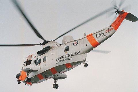 SEA KING HENTET KVINNE: Det har vært to redningsaksjoner i Lofoten torsdag kveld. En fransk kvinne ble hentet med helikopter på Munkebu.