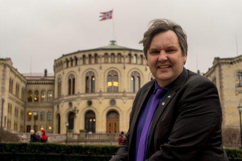 SVARER SV: Stortingsrepresentant Jonny Finstad (H) svarer Arntzen og Myklebust (SV): – Jo, SV. «Fileen» i Stamsund nedlegges nok om trålkvotene fratas anlegget.