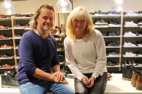June Nordheim og Kåre Johansen ved Skoringen på Leknes.