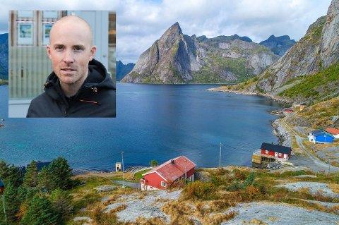 Fredrik Bakkejord i Eiendomsmegler 1 på Leknes (innfelt) sier at boligmarkedet i Lofoten har vært sjeldent stabilt i år. Men kjøperne sørfra uteblir.