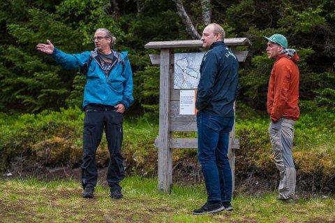 Sune Wentzel, Roger Jensen og Magnus Halset inspiserer anlegget på Blest.