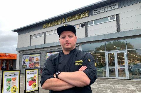 Ferskvaresjef Kristoffer Sandholm har fått hovedansvaret for å fakke tyver på Bunnpris på Lofotsenteret.