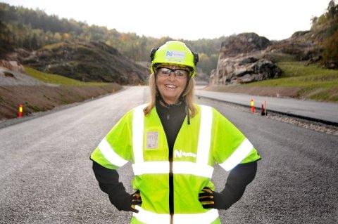 MER VEI: Anette Ånesland i Nye Veier er positiv til smalere motorveier, og tror det kan gi mer vei fo pengene.
