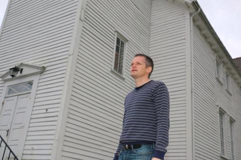 AVLYSER: Prost Geirulf Grødem varsler koronatiltak i kirken.