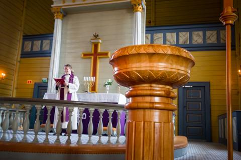 GUDSTJENESTE: Søndag klokken 09.30 kan lyngdølene for første gang på flere måneder være med på gudstjeneste i Lyngdal kirke.