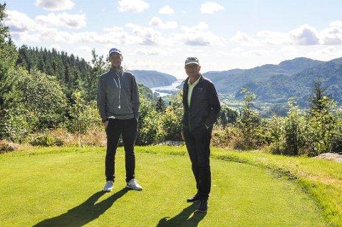 BRA SESONG: Steffen Johnsen og Ludvig Egeland forteller om gode besøkstall på golfbanen på Utsikten så langt i sesongen.