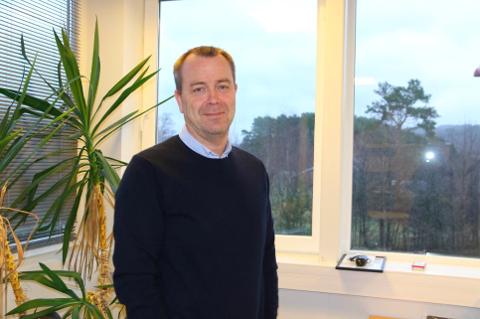 FRIST: Stein Asle Johnsen og kollegene hans i inveteringsutvalget har frist til juni med å vurdere bygningsmassen til Lyngdal kommune. Håpet er å kunne selge unna.