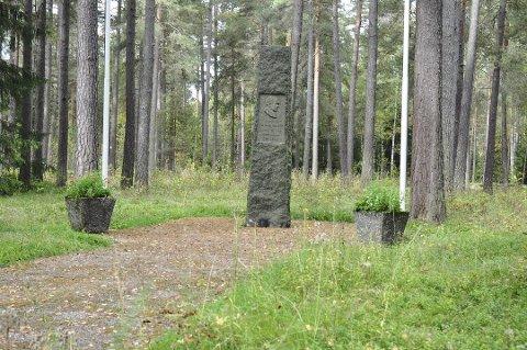 Slik ser det ut i dag ved minnesmerket over krigsfangene ved Jørstadmoen leir. Kulturdepartementet har nå gitt 3 mill. i tilskudd til et nytt minnesmerke.
