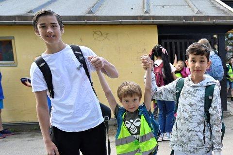 Teo og fadderne Daniel og Armin gledet seg til å tilbringe dagen sammen på tur for første gang.