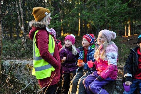 ULIKT: Det er ulik SFO-organisering i mossedistriktet. . Bildet er fra Bjørlien skole i Vestby kommune, og ble tatt i 2015. Her er SFO-barna ofte med ut på tur.