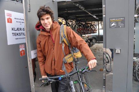 PRAKTISK: Jens Andersson bor i Fredrikstad og har sykkel på hotell i Moss på grunn av jobb i byen.