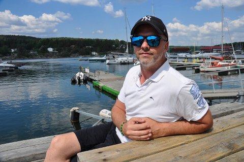 STYRER SKUTA: Vegar Flo er båtfører på RS Elias og melder om en rolig juli-helg.