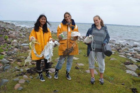 Mye søppel: Tina Janthong, Nini Karine Torp og Ina Torp Bie koser seg på Eldøya, men reagerer på alt søppelet som flyter i land.