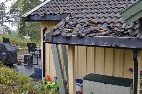 TAK: Taket fikk også gjennomgå av mannen som lørdag ramponert ei hytte på Jeløy.