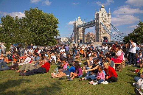 Følger med: Forsikringsselskapene sier de overvåker situasjonen i London nøye og at de nå gjør unntak fra vilkårene sine for reisende som er redde etter terroren i pinsehelgen.
