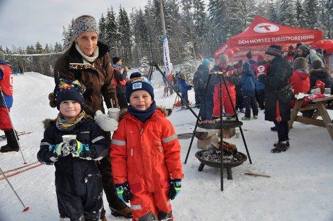 Kjempegøy: Det syntes Sondre og Jonas og Vigdis Johansen.