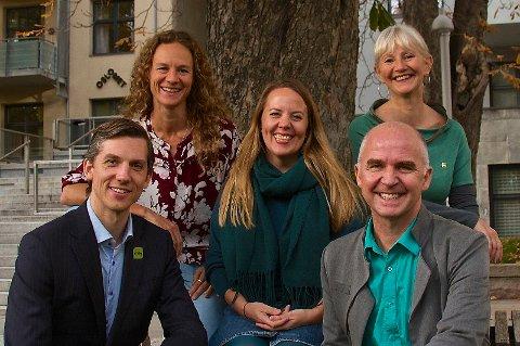 FEM PÅ TOPP: Øvest fra venstre: Hanne Lisa Matt, Kristin Antun, Benedicte Lund Nederst fra venstre: Kristoffer Robin Haug og Øyvind Solum