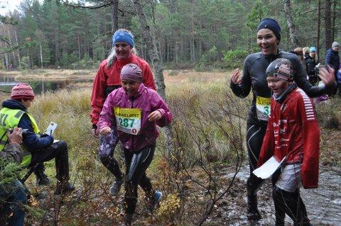 GJØRMEFEST: Årets Gjørmeløp ble en skikkelig gjørmefest for uredde deltagere.