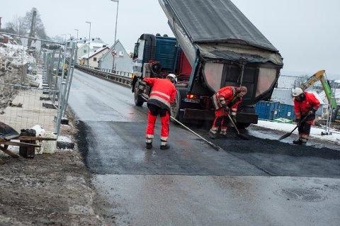 Ny fotgjengerovergang ble etablert i Fjordveien tirsdag ettermiddag. Det tas i bruk fra onsdag morgen.