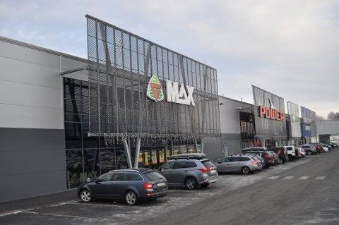 1. januar 2019 ble sportsbutikken G-Max i Varnaveien gjort om til Sportshuset Outlet. Nå vil den igjen få nytt navn når alle Gresvikbutikker skal bli til Intersport.