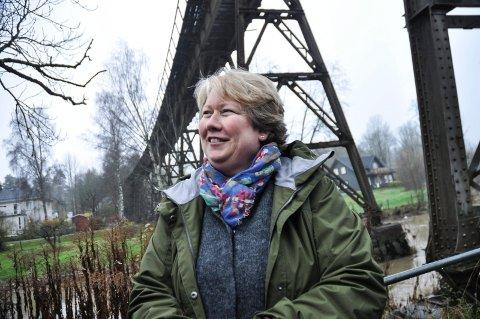 Lang kamp: Bodil Holter ved jernbaneviadukten i Hølen.