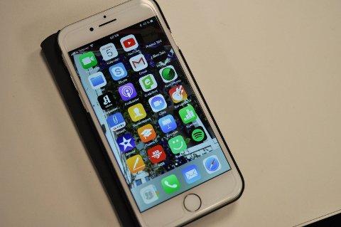 MOSS BIBLIOTEK: Teknologikurs for seniorer. Første del handler om mobilbruk og teknologi.