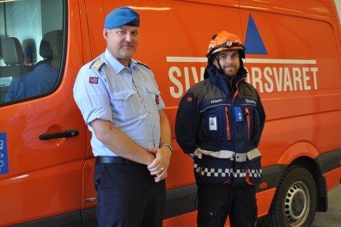 BISTÅR: Sivilforsvaret har bistått ved en rekke skogbranner i distriktet. Her ved Gaute Molvær (distriktssjef Østfold sivilforsvarsdistrikt) og Jon Kåsmoli (nestkommanderende FIGP Indre Østfold).
