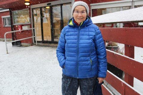 TRIST: Gerd Isberg (89) synes det er trist at hun og mange andre eldre, hjemmeboende i Moss har mistet retten til å gå til frisør på bo- og servicesentrene. Hun har brukt frisøren på Melløs i 15-16 år.