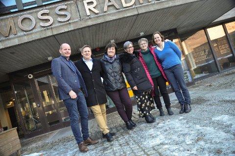 VIL HA SVAR: Ordførerne Reidar Kaabbel, René Rafshol, Inger-Lise Skartlien og Hanne Tollerud, sammen med virksomhetsleder i Våler Eline Uthus og folkehelsekoordinator i Moss, Agnethe Weisæth.
