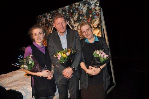 URPREMIERE: Ragnhild Heien Myntevik og Hanne Dahle stod på scenen, og Geir Meum Olsen stod bak manus og regi.