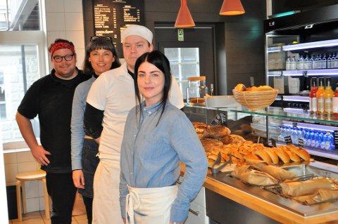 STAS: Kim Andrè, Elise, Einar og Lena på Samverket synes det var både stas og inspirerende å bli nominert til Årets bakeri.