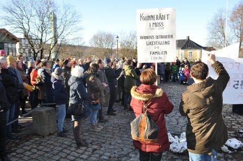 KVINNEDAG: Snart er det 8. mars og den internasjonale kvinnedagen skal straks markeres i Moss igjen. Her fra fjorårets marsj og markering.