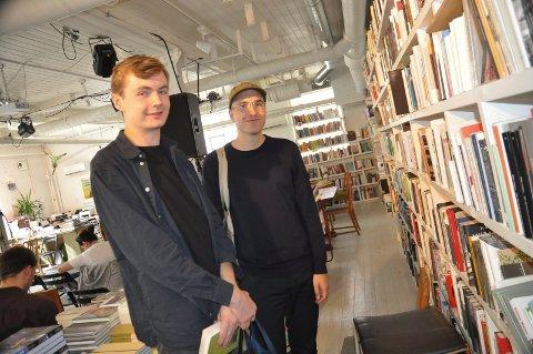 GLEDET SEG: Sjur Sandvik Strøm og Erik Fonn kom fra Oslo for å delta på Møllebyen litteraturfestival.