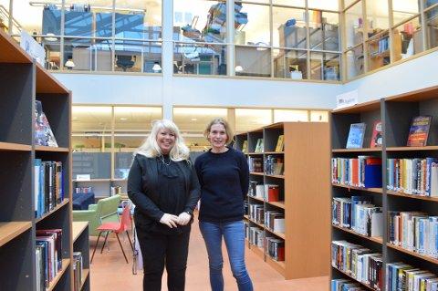 Økt tilbud: Rikke T. Willadssen og Kjersti Bakke tror ordningen vil bidra til at biblioteket kan tilby enda fler gode bøker til skolens elever.