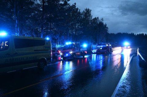 DRAMATISK: Lørdag kveld endte tre personer i vannet etter en kanovelt i Store Erte. Alle nødetater var på plass.