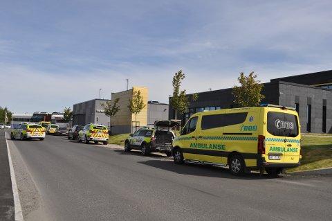 STORT OPPBUD: En melding om person som ble truet førte til stort oppbud av nødetatene på Høyda torsdag formiddag.