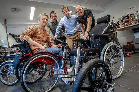 OPPFINNERE: Den unike bremsen som Rollersafe AS har funnet opp monteres nå blant annet også på rullestoler.  Fra venstre: Anders Skaarud, Davide Pojer, daglig leder Atle Stubberud i Rollersafe AS og Henrik Karlstad.