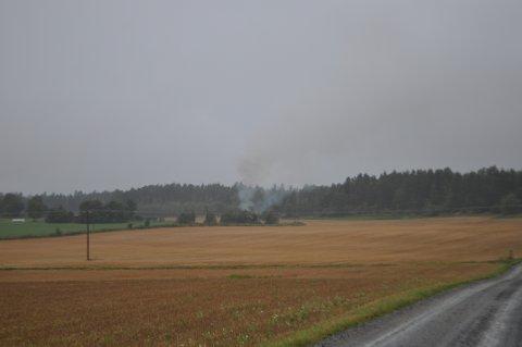RYKKET UT: Nødetatene rykket onsdag morgen ut til Kurefjorden etter melding om brann. Det viste seg å være et bål på et jorde.