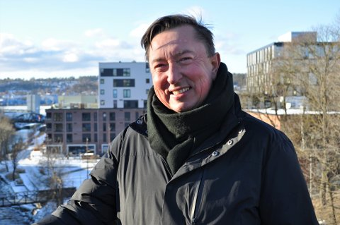 FORNØYD VINNER: Keno Trolid fra Ekholt designet logoen som folk har stemt fram som vinneren til det nye mossegavekortet.