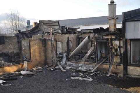 TOTALSKADD: Ungdomsskolen i Våler ble totalskadd etter at en kraftig brann brøt ut torsdag i forrige uke.