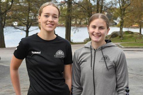 KLARE FOR ENDRINGER: Henriette Sandvind (t.v.) og Nora Hjelkrem går VG1 toppidrett håndball. De ser positivt på et samarbeid mellom skole og klubb.