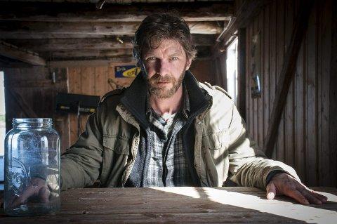 SPLITTER PUBLIKUM: Sam Hazeldine har hovedrollen i «Dark Corners», som er spilt inn på Jøa og omegn. Nå har filmen blitt sluppet, og reaksjonene fra publikum er mildt sagt splittet.