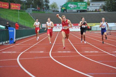 SUVEREN: Fredrik Gerhardsen Øvereng vant et suverent gull på 400 meteren fredag.